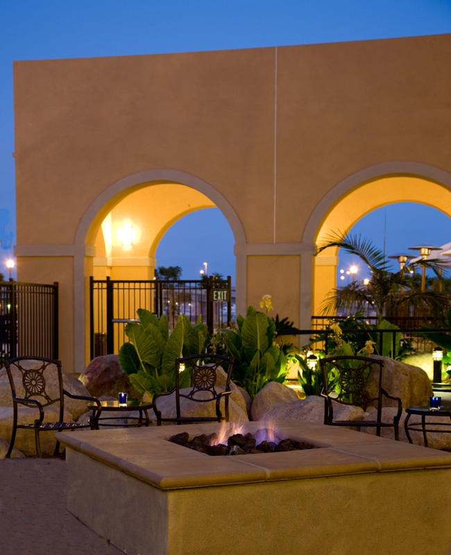 Courtyard by Marriott Liberty Station Resort: Outdoor Firepit