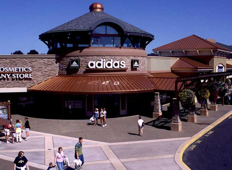 Woodburn Company Stores: Adidas store