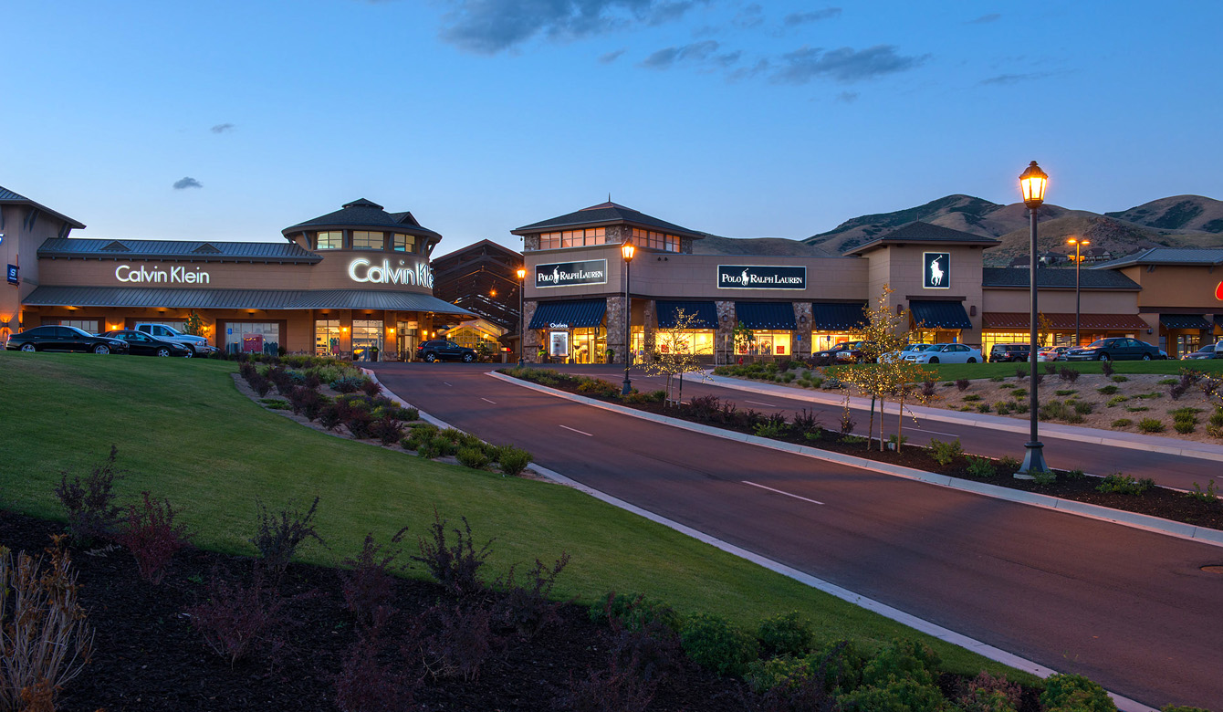 Outlets at Traverse Mountain at Dusk